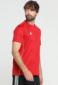 adidas Performance - CORE 18 - T-shirt med print - powred/white - 0