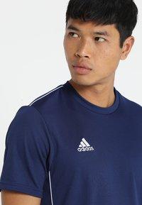 adidas Performance - CORE 18 - Triko spotiskem - drak blue/white - 3