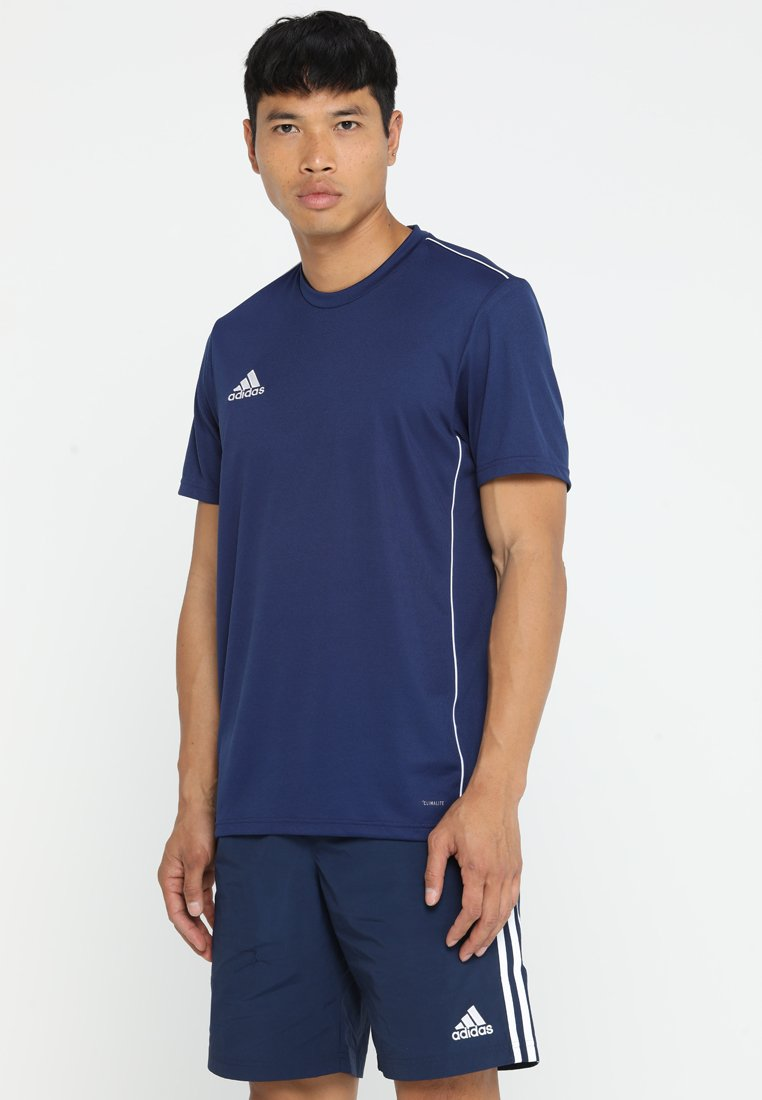 adidas Performance - CORE 18 - T-shirt med print - drak blue/white