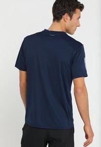 adidas Performance - CLUB TEE - T-shirt print - collegiate navy/white - 2