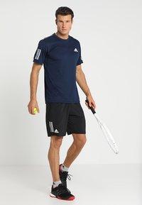 adidas Performance - CLUB TEE - T-shirt print - collegiate navy/white - 1