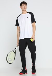 adidas Performance - CLUB TEE - T-shirt imprimé - white/black - 1