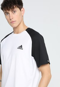 adidas Performance - CLUB TEE - T-shirt imprimé - white/black - 4