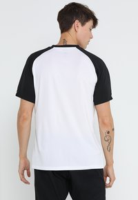 adidas Performance - CLUB TEE - T-shirt imprimé - white/black - 2