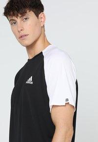 adidas Performance - CLUB TEE - T-shirt med print - black/white - 4