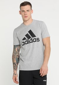 adidas Performance - MUST HAVES SPORT REGULAR FIT T-SHIRT - T-shirt med print - medium grey heather/black - 0