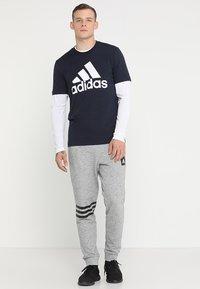 adidas Performance - MUST HAVES SPORT REGULAR FIT T-SHIRT - T-shirt med print - legend ink/white - 1