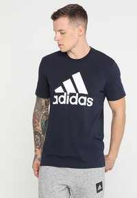 adidas Performance - MUST HAVES SPORT REGULAR FIT T-SHIRT - T-shirt med print - legend ink/white - 0
