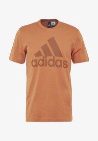 adidas Performance - MUST HAVES SPORT REGULAR FIT - T-shirt med print - brown - 3
