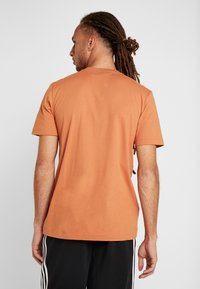 adidas Performance - MUST HAVES SPORT REGULAR FIT - T-shirt med print - brown - 2