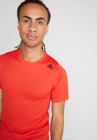 adidas Performance - Print T-shirt - active red - 3