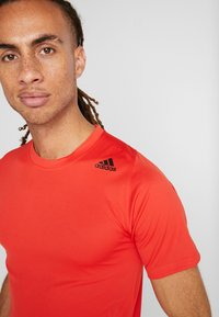 adidas Performance - Print T-shirt - active red - 5