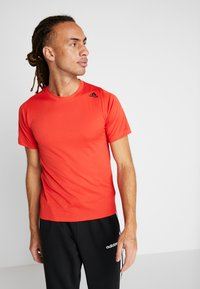 adidas Performance - Print T-shirt - active red - 0
