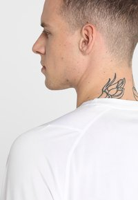 adidas Performance - FREELIFT SPORT ATHLETIC FIT LONG SLEEVE SHIRT - Funkční triko - white - 3