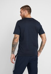 adidas Performance - LIN - T-shirt med print - ink/white - 2