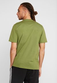 adidas Performance - LIN TEE - T-shirt print - tech olive/white - 2