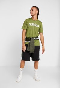 adidas Performance - LIN TEE - T-shirt print - tech olive/white - 1