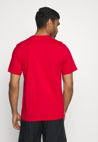 adidas Performance - ESSENTIALS SPORTS SHORT SLEEVE TEE - T-shirt con stampa - scarlet/white - 2