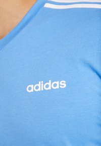 adidas Performance - T-shirt print - reablu/white - 5