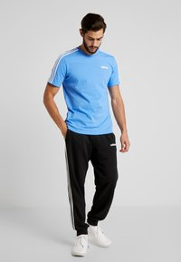 adidas Performance - T-shirt print - reablu/white - 1