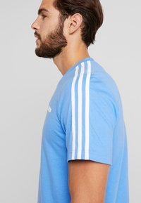 adidas Performance - T-shirt print - reablu/white - 3