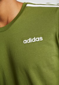 adidas Performance - T-shirt print - tech olive - 5