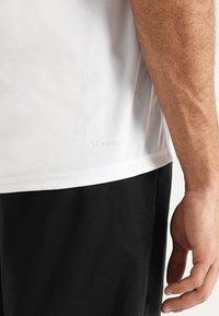 adidas Performance - T-shirt med print - white - 5