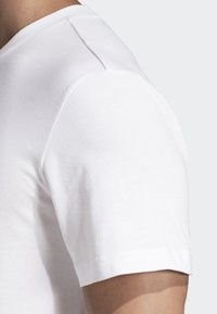 adidas Performance - Must Haves Badge of Sport Tee - T-shirt med print - white - 4