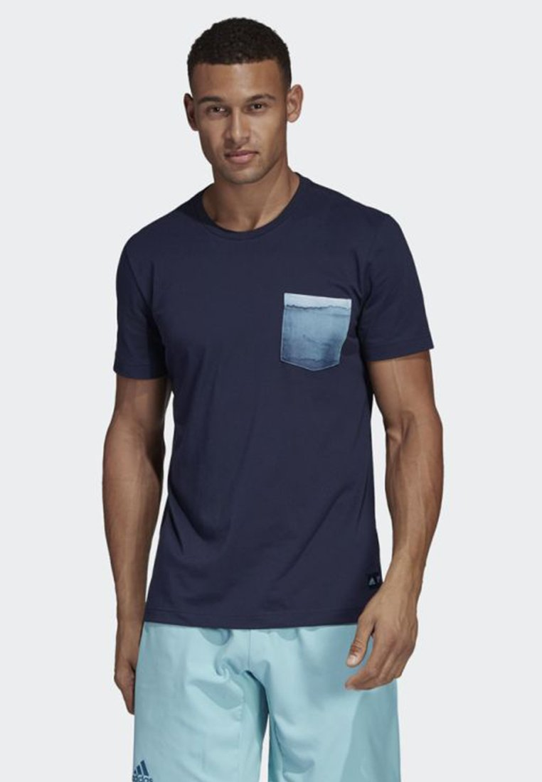 adidas Performance - PARLEY POCKET TEE - T-shirt imprimé - blue