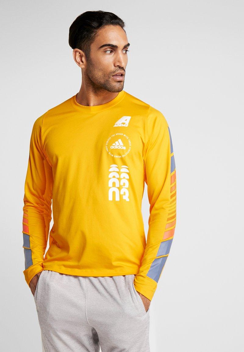 adidas Performance - MOTO PACK FREELIFT REGULAR FIT T-SHIRT - Camiseta de deporte - active gold