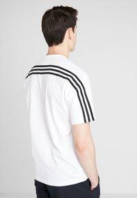 adidas Performance - 3STRIPES ATHLETICS SHORT SLEEVE TEE - Camiseta estampada - white/black - 2