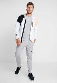 adidas Performance - 3 STRIPES TEE - Print T-shirt - medium grey heather/white - 1