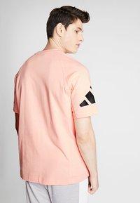adidas Performance - HEAVY TEE - Camiseta estampada - glow pink - 2