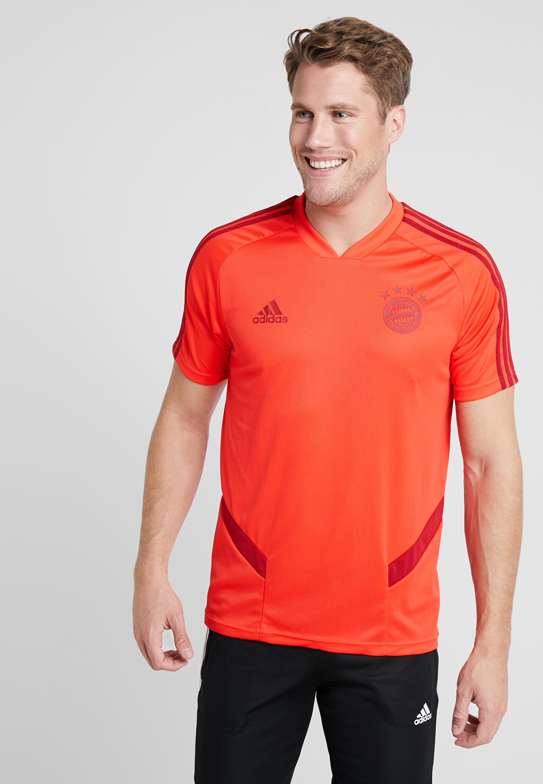 MünchenArticle Adidas Supporter Bayern Fc De Performance Red pUMqzVSG