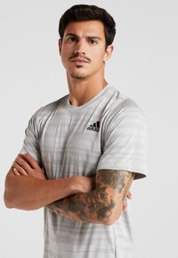 adidas Performance - Camiseta estampada - medium grey - 3
