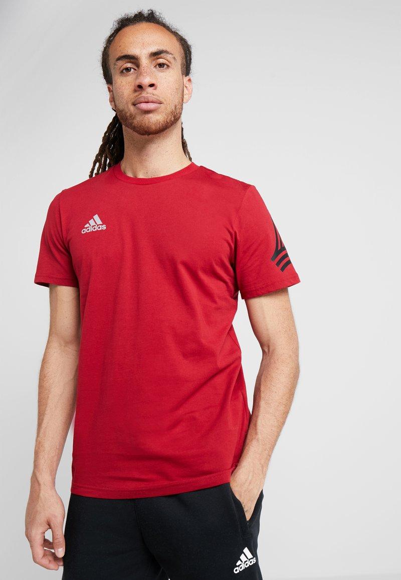 adidas Performance - TAN LOGO TEE - Camiseta estampada - active maroon