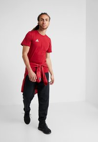 adidas Performance - TAN LOGO TEE - Camiseta estampada - active maroon - 1