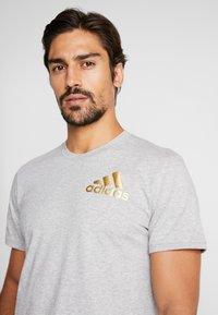 adidas Performance - SID TEE - T-shirt print - medium grey heather/gold - 3