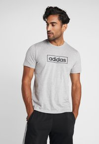 adidas Performance - BOX  - T-shirt med print - medium grey heather/black - 0