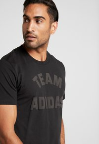 adidas Performance - VRCT T-SHIRT - Camiseta estampada - black - 3