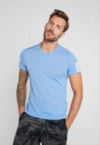 adidas Performance - RUN IT TEE SOFT - Camiseta estampada - blue - 0