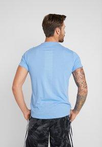 adidas Performance - RUN IT TEE SOFT - Camiseta estampada - blue - 2
