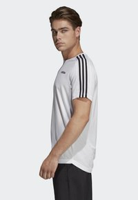 adidas Performance - DESIGN 2 MOVE 3-STRIPES T-SHIRT - Print T-shirt - white - 2