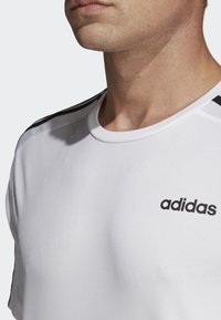 adidas Performance - DESIGN 2 MOVE 3-STRIPES T-SHIRT - Print T-shirt - white - 3