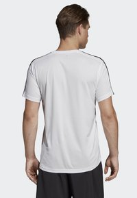 adidas Performance - DESIGN 2 MOVE 3-STRIPES T-SHIRT - Print T-shirt - white - 1