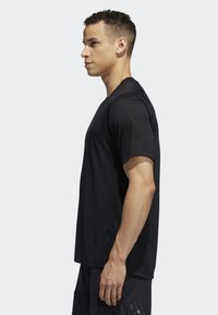 adidas Performance - FREELIFT TECH CLIMACOOL FITTED T-SHIRT - T-shirt imprimé - black - 2