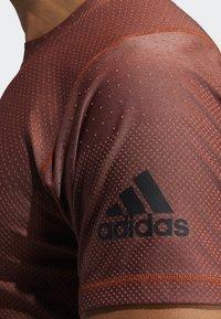 adidas Performance - FREELIFT T-SHIRT - T-shirt print - orange - 6