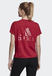 adidas Performance - ID WINNERS ATT-SHIRTTUDE T-SHIRT - T-shirts med print - red - 1