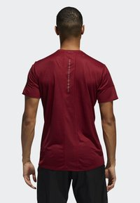 adidas Performance - 25/7 RISE UP N RUN PARLEY T-SHIRT - Funktionströja - red - 1