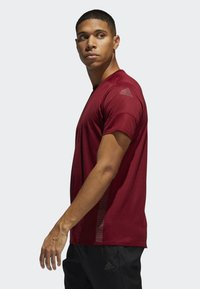 adidas Performance - 25/7 RISE UP N RUN PARLEY T-SHIRT - Funktionströja - red - 2